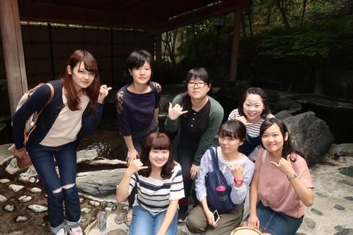 【学生レポート】旅館「新つた」の女将で、フラ女将の「湯の華会」会長の若松佐代子さんの講演