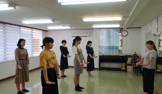【学生レポート】第1回訪問(4)フラダンス体験、意見交換会