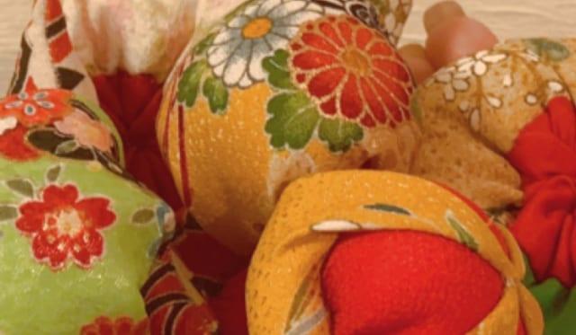 雛のつるし飾り制作の様子