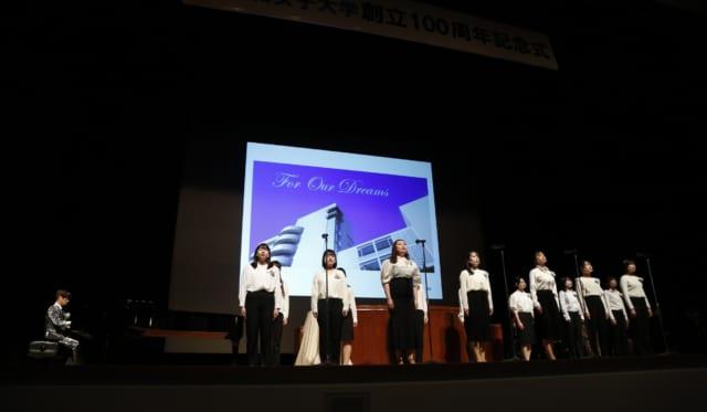 創立100周年記念式典で学園イメージソング「For Our Dreams」を歌唱